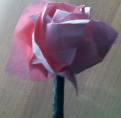Посмотрите, какие здесь розы-оригами (и их схемы и видео) .