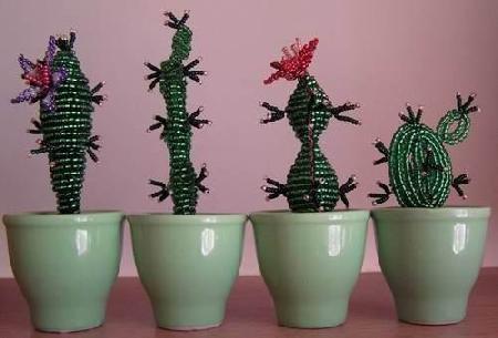 делать кактус из бисера.