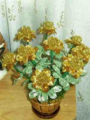 букет цветов из бисера - О том, как плести бисером.
